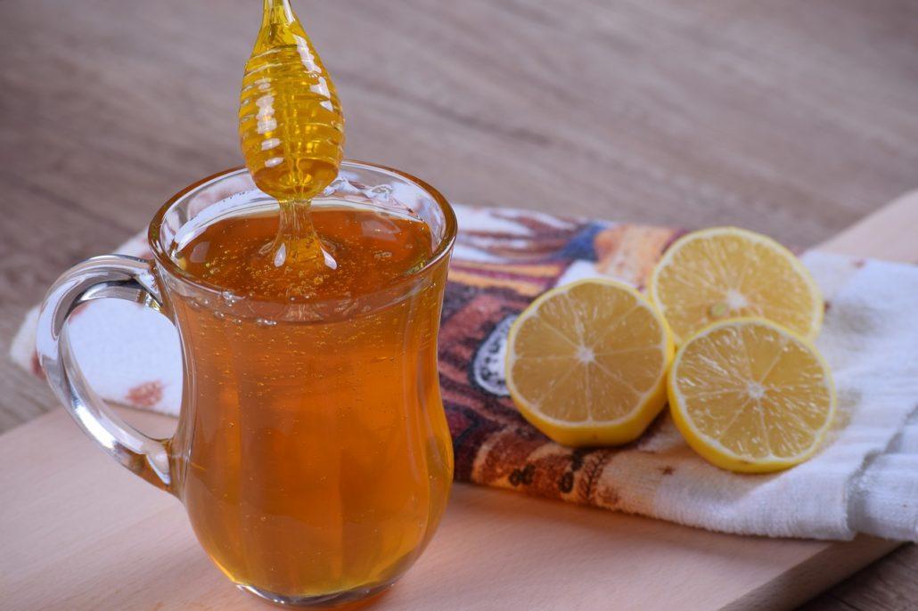 Miel et citron, des ingrédients indispensables en cuisine comme en cosmétique