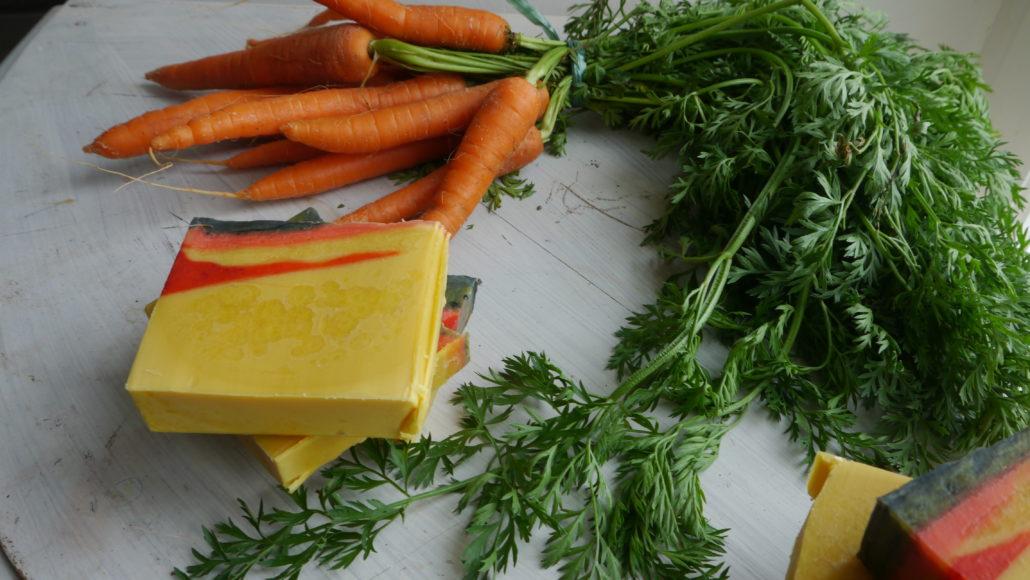 Un savon coloré au jus de carotte
